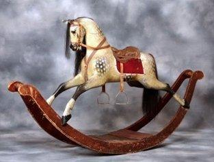 Ускакали деревянные лошадки…